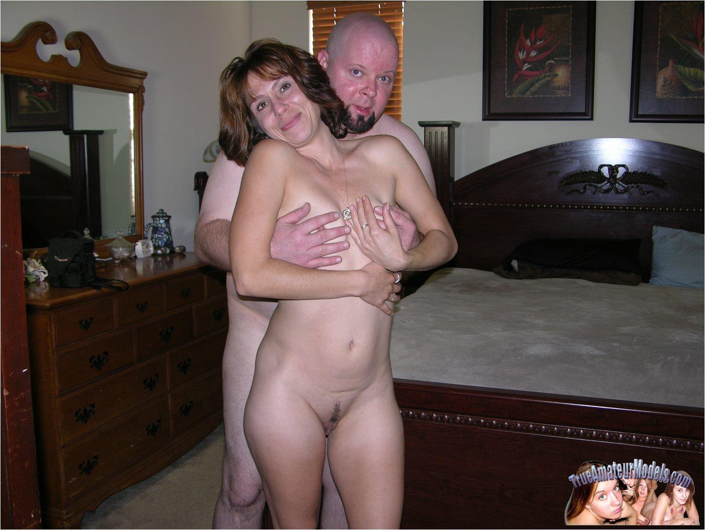 Brunette Milf Fucks Her Man  Amateurpornphotos-8843