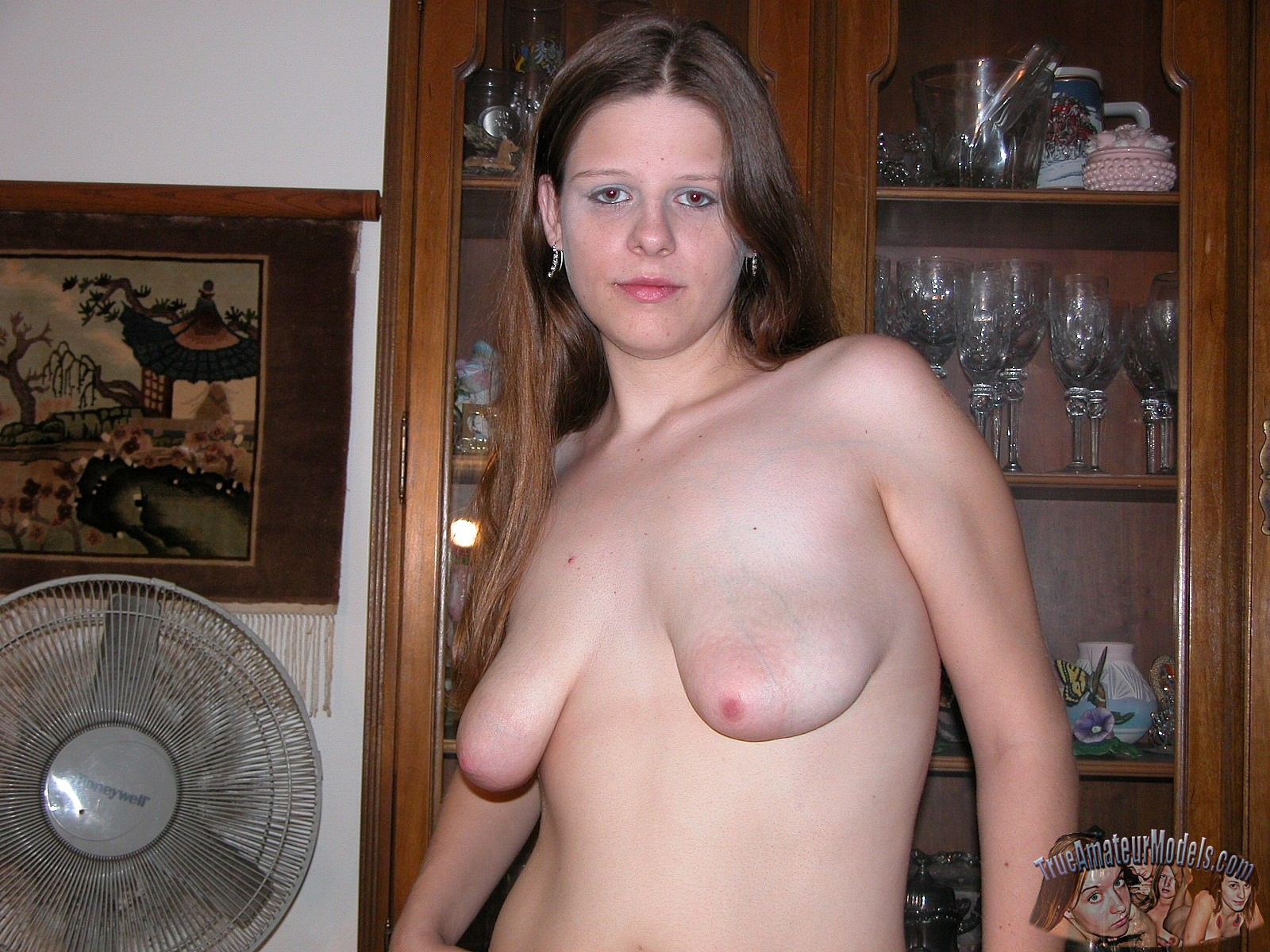 Saggy Tits On A Teen Cutie  Amateurpornphotos-8310